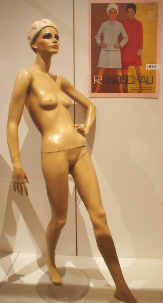 Mannequin Petra 1970 Knapp
